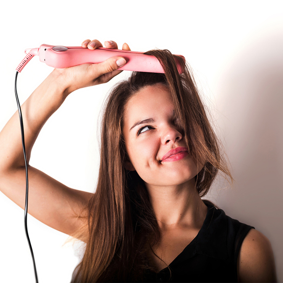 cố gắng kéo thẳng tóc