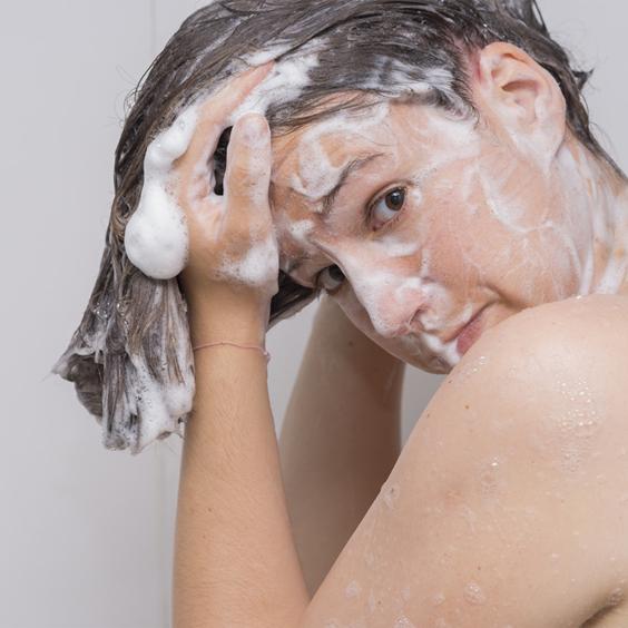 đừng vội gội đầu khi nhuộm tóc