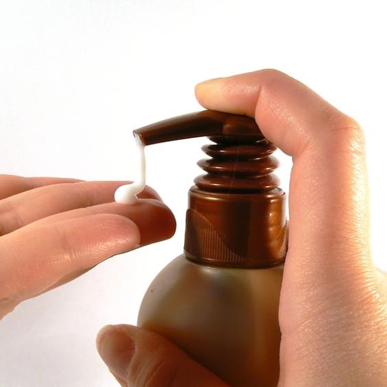 dùng kem dưỡng sau khi duỗi