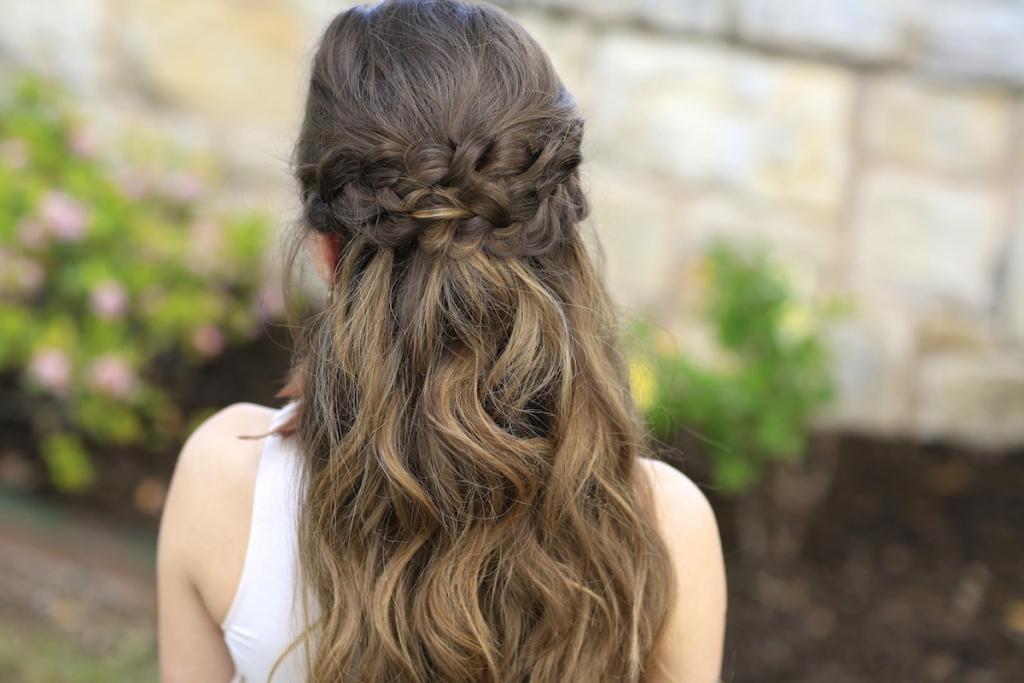 các kiểu tóc đi đám cưới đơn giản