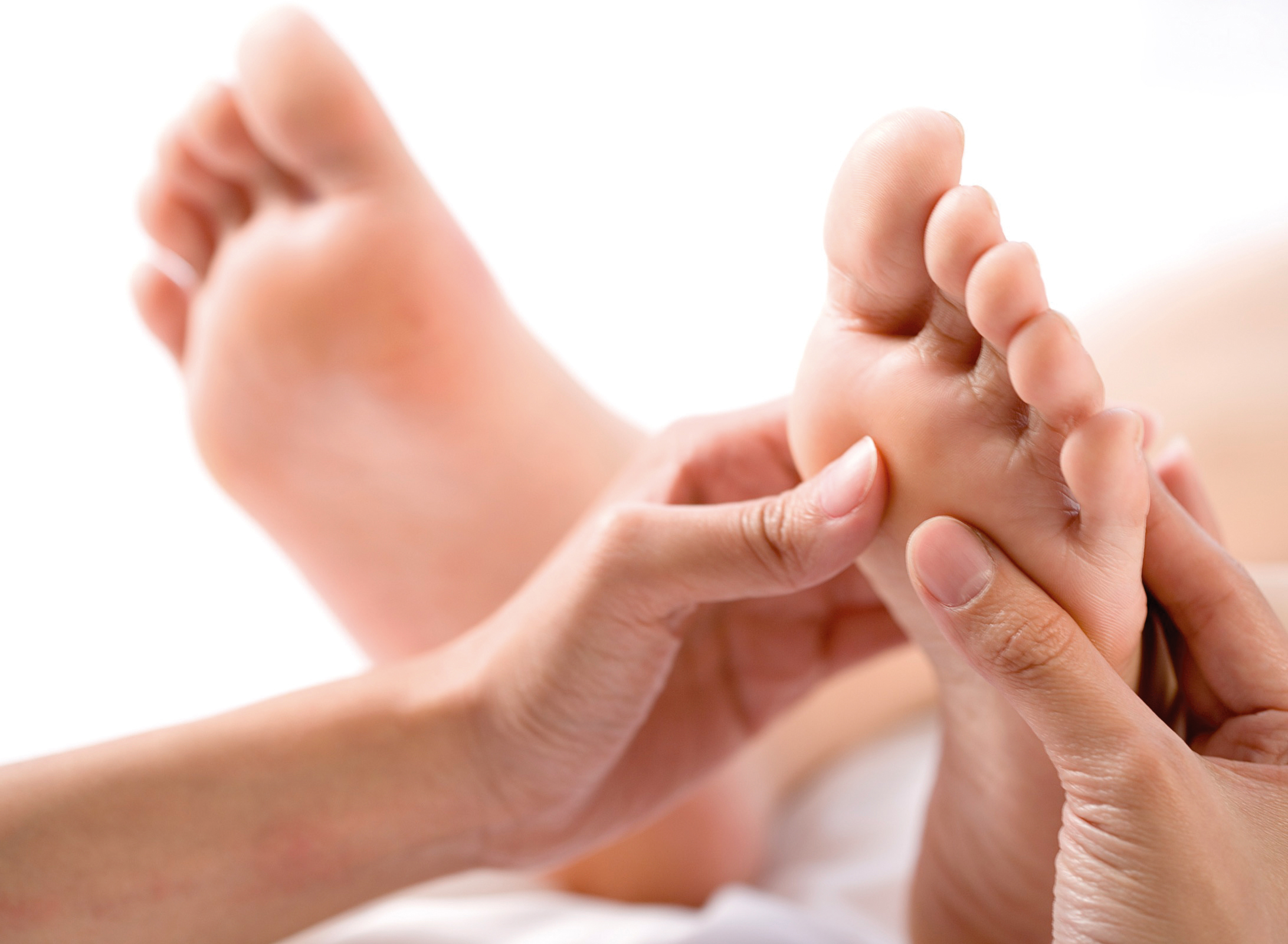 Các mẹ bầu nên nhớ massage chân giúp cho thúc đẩy tuần hoàn máu