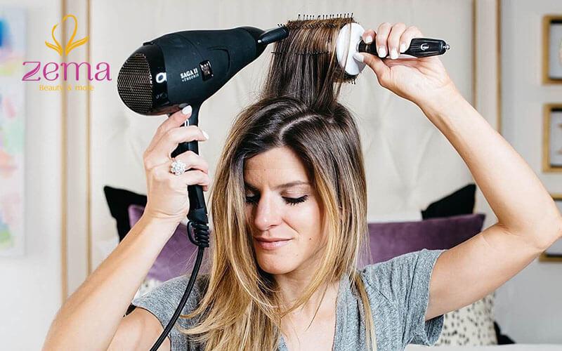 Chỉ cần dùng máy sấy bạn cũng đã có thể tạo kiểu uốn cụp cho tóc