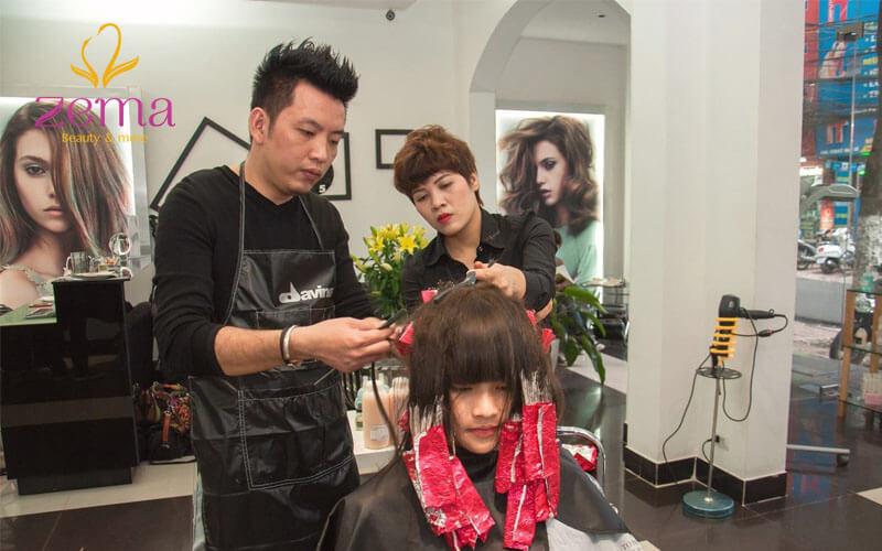 Nhuộm tóc bạch kim mất nhiều thời gian và công sức