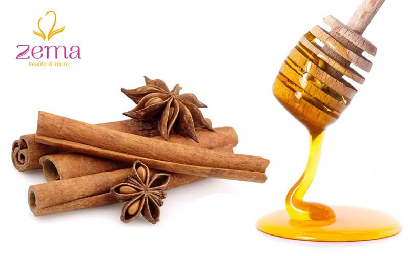 Đắp mặt nạ bột quế mịn và mật ong giúp se khít lỗ chân lông hiệu quả