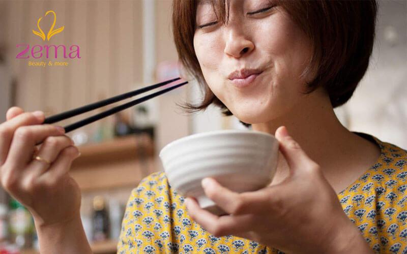 Ăn chậm, nhai kĩ - bí quyết giảm cân cực hiệu quả.