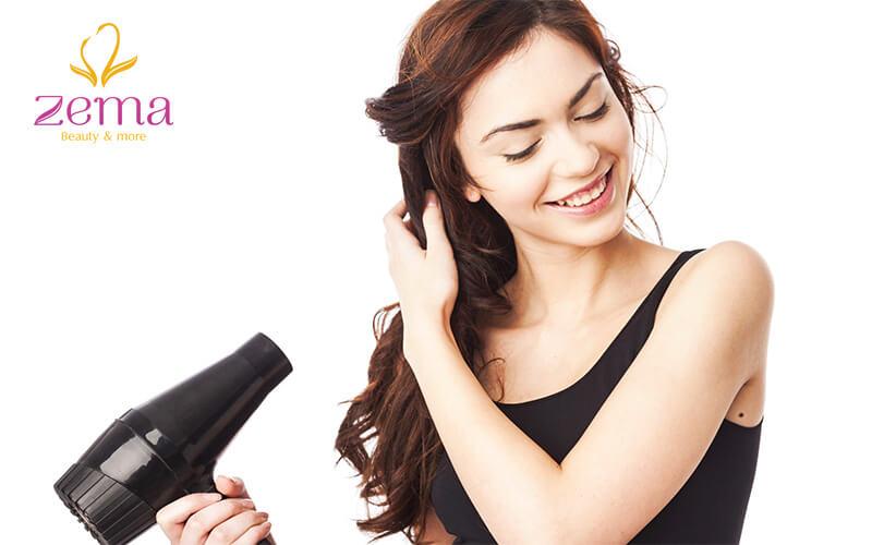 Tránh sấy tóc ở nhiệt độ cao giúp giữ màu tóc
