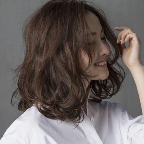 Kiểu tóc gợn sóng ngắn ngang vai