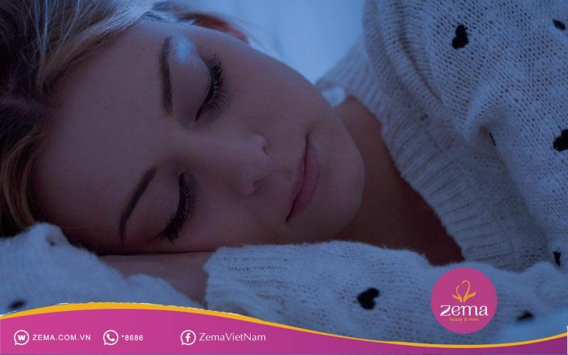 Ngủ đủ giấc 7 - 8 tiếng mỗi đêm để hỗ trợ giảm cân