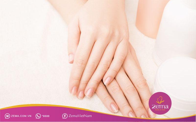 Hãy bảo vệ móng tay thật kỹ