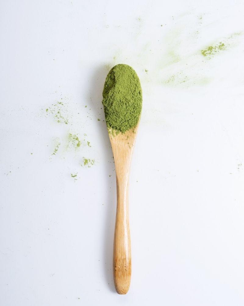 Cách dưỡng móng tay bằng bột trà xanh