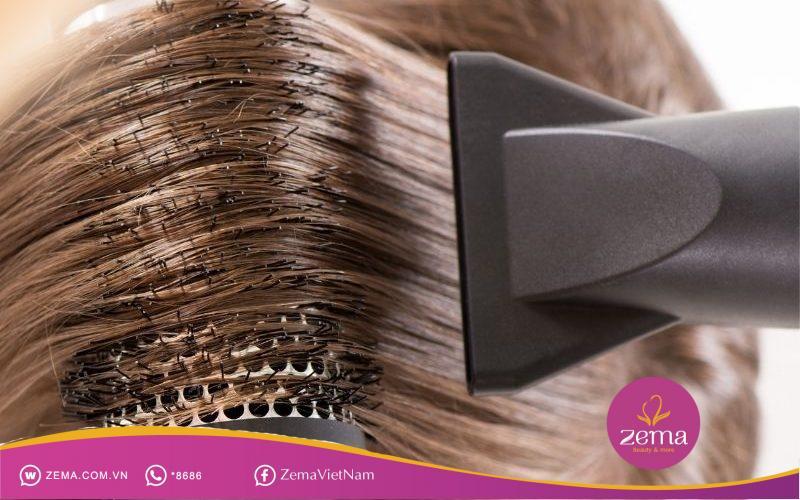 Sấy tóc quá nhiều có thể khiến tóc nhuộm phai màu