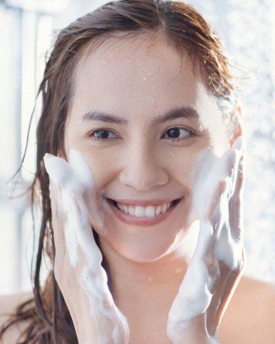 Massage khi rửa mặt rất tốt cho da
