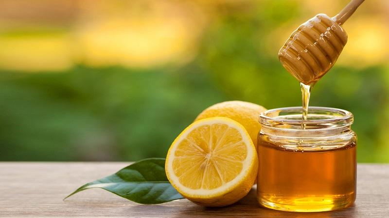 Mật ong là cách se khít lỗ chân lông bị lõm khá hiệu quả