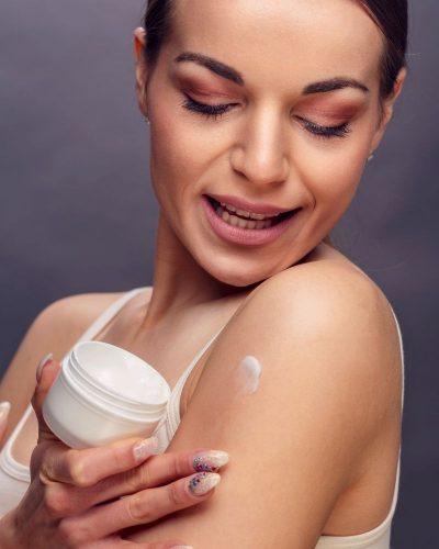 Sử dụng kem trộn có thể làm teo da
