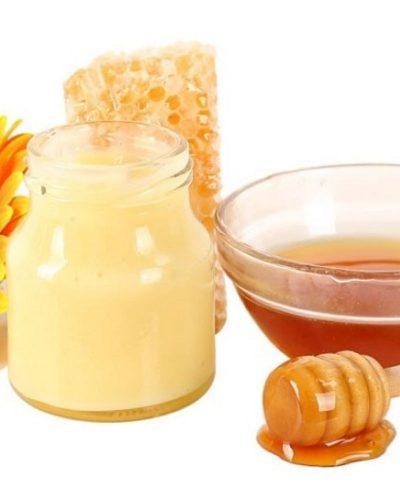 Sữa ong chúa dùng dưỡng da có màu vàng nhạt