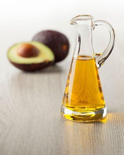Tinh dầu bơ còn giúp trẻ hoá làn da