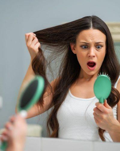 Rụng tóc sau sinh là một tình trạng sinh lí rất phổ biến