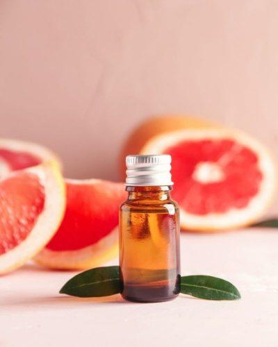 Tinh dầu bưởi được dùng để chăm sóc tóc rụng sau sinh