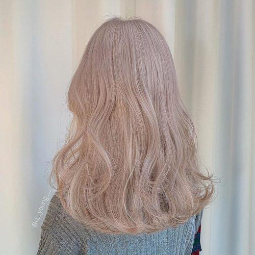 Tôn da với kiểu tóc màu hạt dẻ sữa
