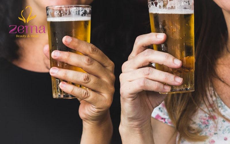 Uống rượu bia cũng là một trong những nguyên nhân gây thâm quầng mắt