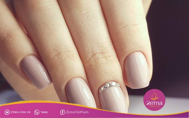 Sang chảnh với mẫu móng tay đẹp màu nude