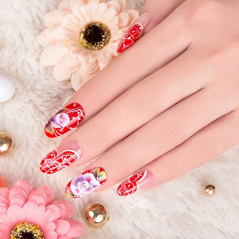 Hấp dẫn với bộ nail hoạ tiết hoa