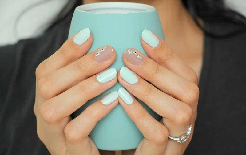 Trẻ trung với bộ nail xanh bạc hà