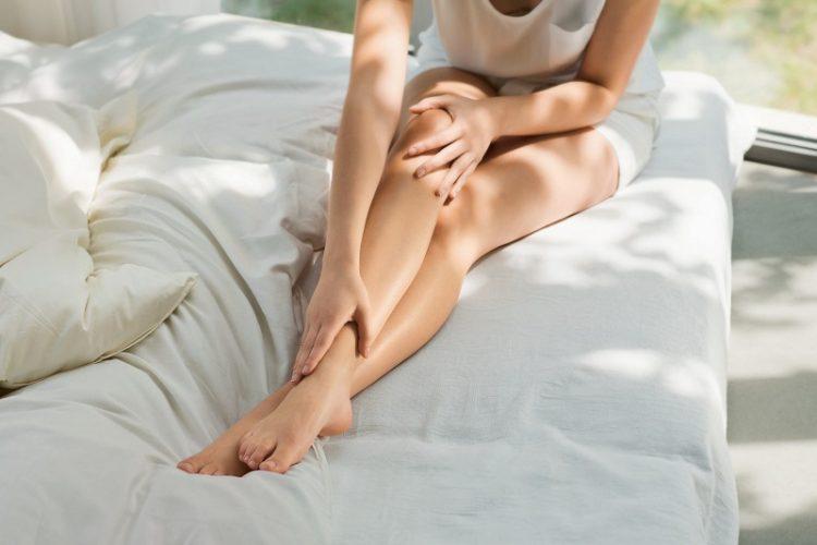 Dưỡng ẩm cho chân cũng rất cần thiết