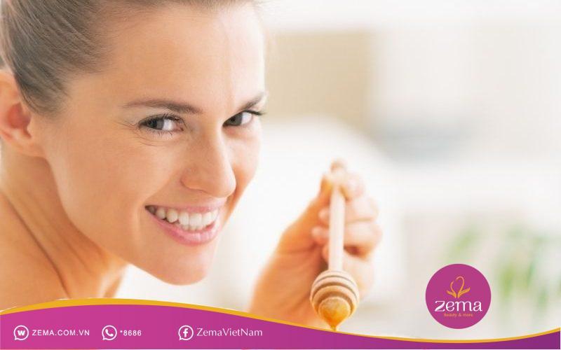 Cách dùng mật ong trị mụn ẩn