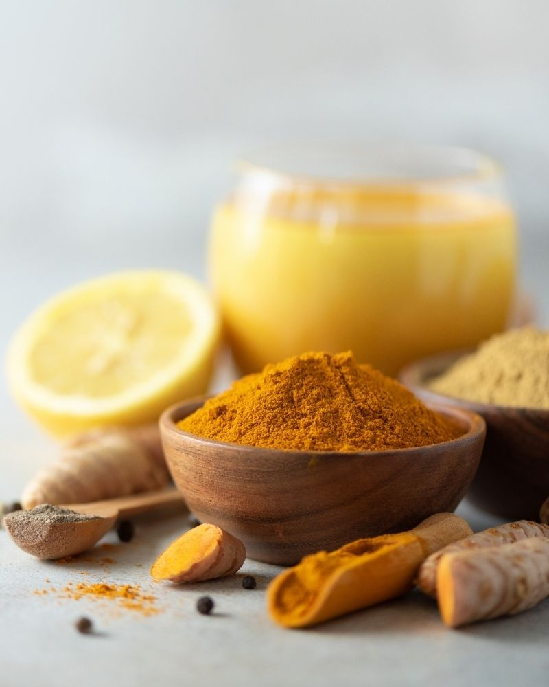 Trị mụn bằng hỗn hợp mật ong, nghệ kết và nước cốt chanh