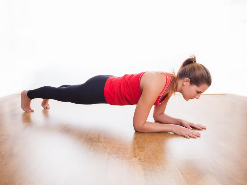 Động tác plank dễ dàng giúp giảm mỡ bụng