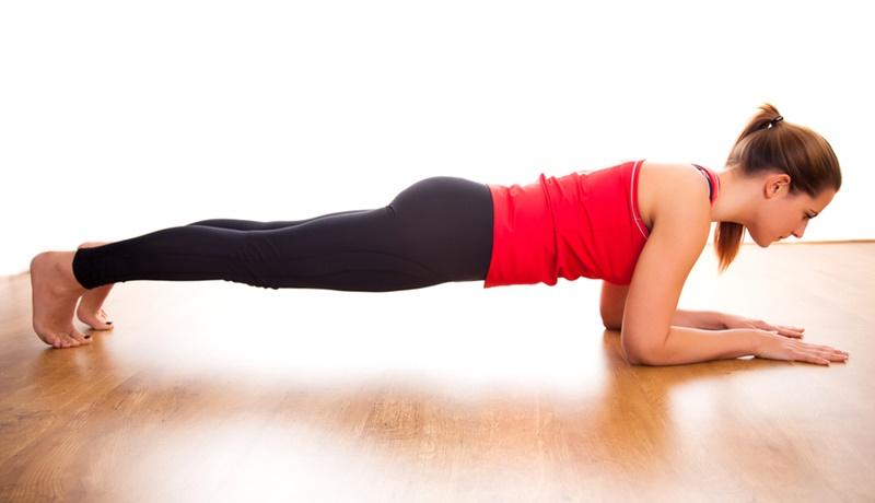 Plank - Một trong các bài tập giảm mỡ bụng trong một tuần được biết đến nhiều nhất