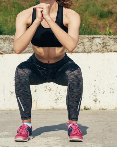 Ngồi xổm giúp giảm cân sau sinh hiệu quả