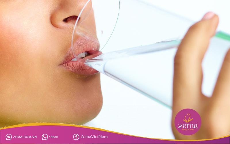 Uống nhiều nước giúp giảm cân nhanh chóng