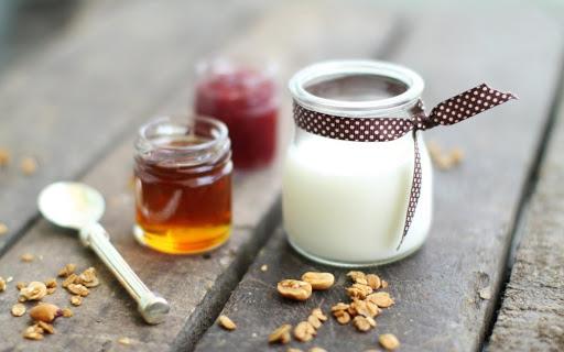 Mật ong và sữa tươi là thành phần tốt cho da