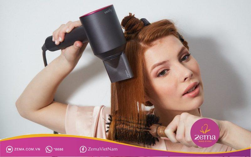 Tự mình uốn tóc bằng máy sấy tại nhà