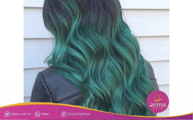 """Mái tóc màu xanh rêu sẽ cùng bạn """"ghi điểm"""" trong những trang phục cực style"""