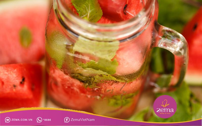 Detox dưa hấu và dâu tây vừa thơm ngon vừa giúp giảm cân nhanhDetox dưa hấu và dâu tây vừa thơm ngon vừa giúp giảm cân nhanh