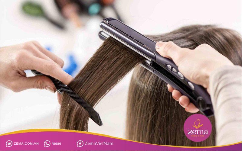 Tạo nếp tóc mái với máy ép tóc đơn giản, tiện lợi