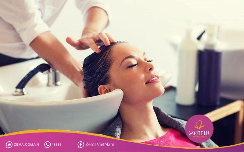 Gội đầu là cách giúp bạn có được một kiểu tóc mái như ý