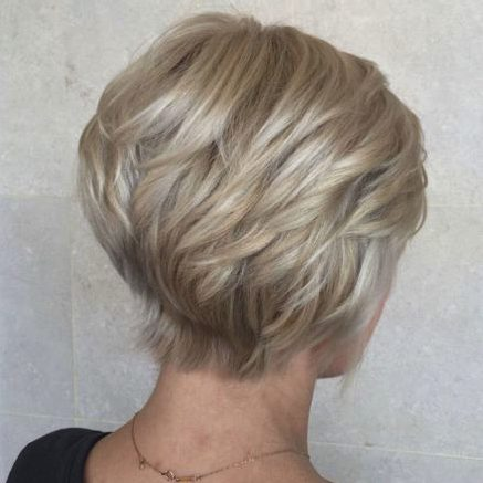Kiểu tóc Crop ngắn nhuộm bạch kim