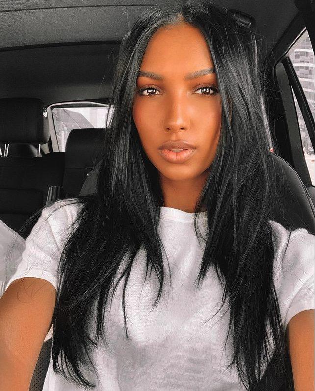 Kiểu tóc Layer dài tự nhiên với màu đen óng mượt chắc khoẻ