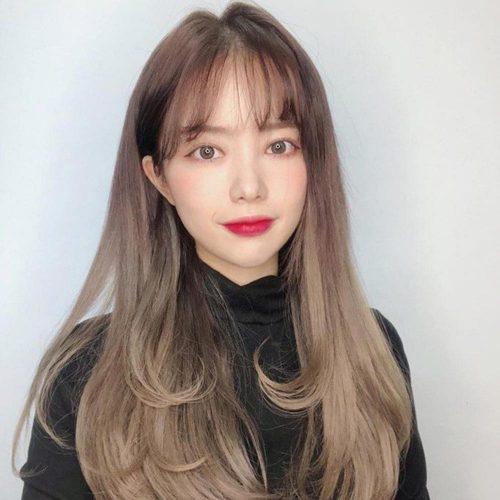 Combo kết hợp tóc màu nâu tây sáng cùng mái tóc dài giúp nàng trẻ trung và cá tính