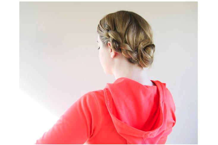 Kiểu tóc tết một bên phù hợp cho tiệc cưới