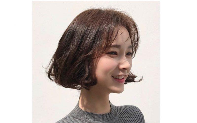 Kiểu tóc uốn ngắn đuôi xoăn lọn nhỏ