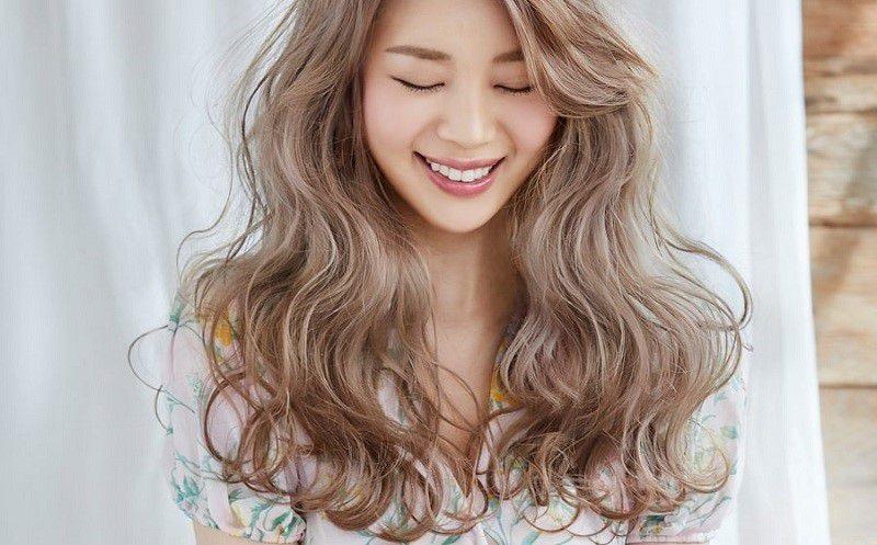 Nữ tính cực kỳ với kiểu tóc uốn đuôi dài