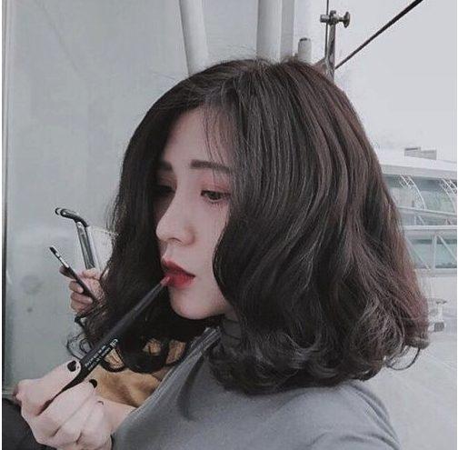 Kiểu tóc uốn xoăn nữ sóng nhẹ