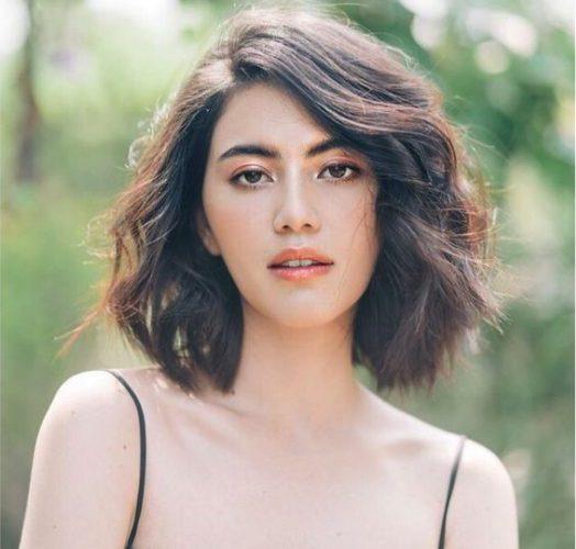 Kiểu tóc uốn xoăn nữ sóng nhẹ cực tây