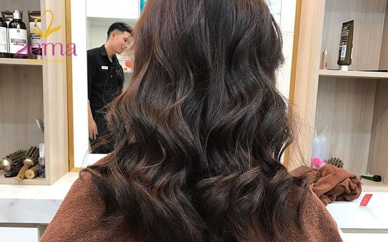 Kiểu tóc xoăn 2 tầng sóng dài