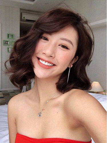 Kiểu tóc uốn xoăn nữ